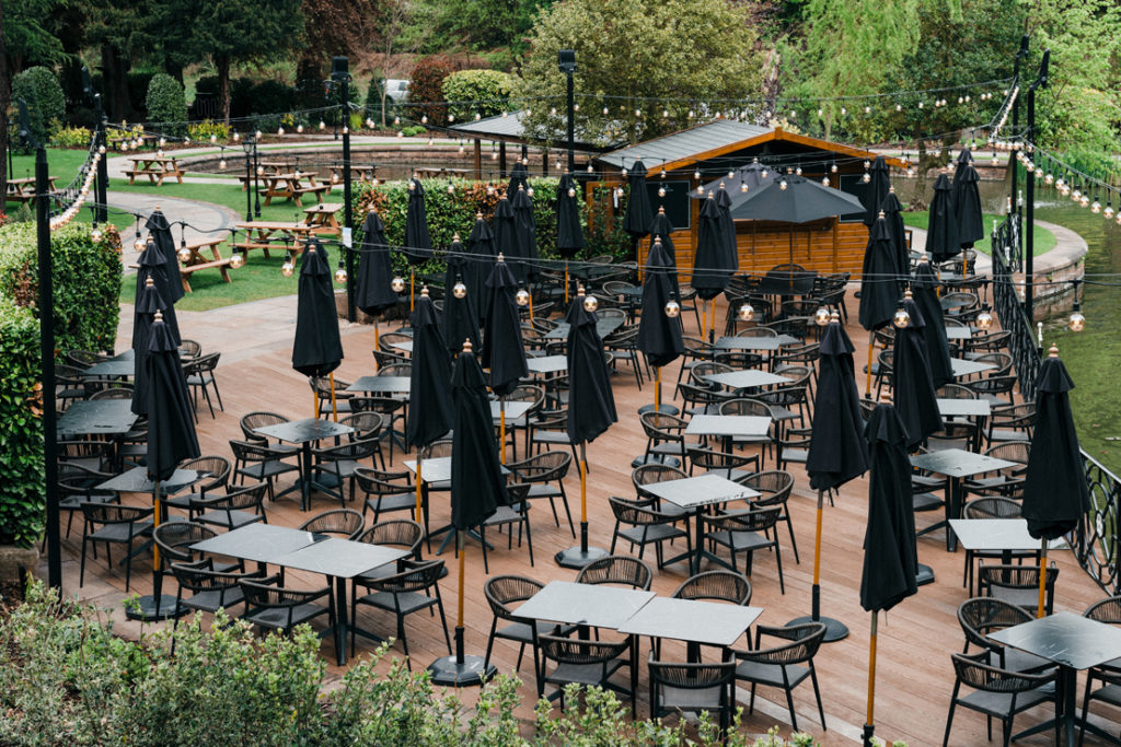 RESTAURANT DINING WITH OUTDOOR SEATING